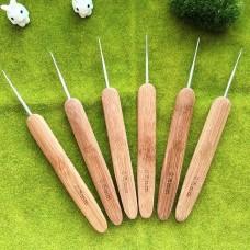 Крючок 0.75 с деревянной ручкой