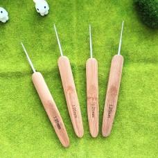 Крючок 1.25 с деревянной ручкой